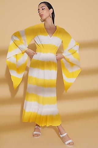Yellow Dobby Tie-Dye Kaftan by Kyra By Bhavna