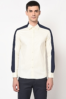 Off White Shirt With Paneled Shoulder by LACQUER Embassy
