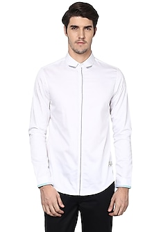 White Shirt With Contrast Placket by LACQUER Embassy
