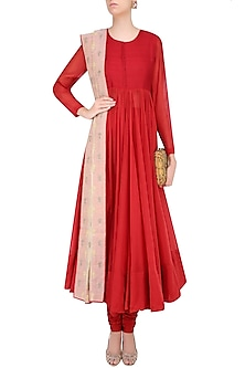 Red Pearl Embroidered Kalidaar Kurta Set by Lajjoo c