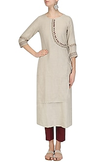Natural Layered Kurta and Maroon Pants Set by Linen and Linens