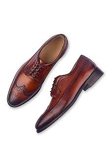 Brown Hand Painted Shoes With Wingtip by Luxuro Formello