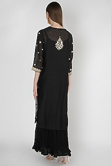 Black Embroidered Kurta Set by Manmeera