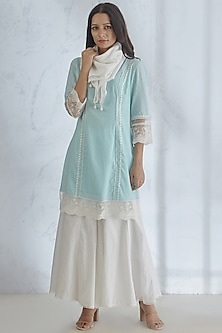 Light Blue Kurta Set With Lace Detailing by Mandira Wirk