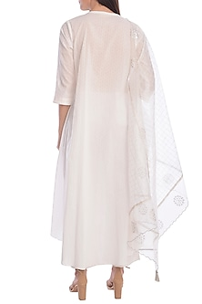 White Hand Embroidered & Foil Printed Kurta Set With Slip by Mandira Wirk