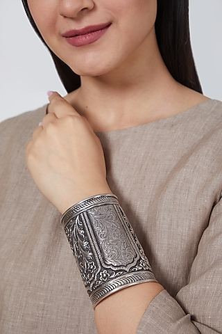 White Finish Mughal Hand Cuff In Sterling Silver by Mero