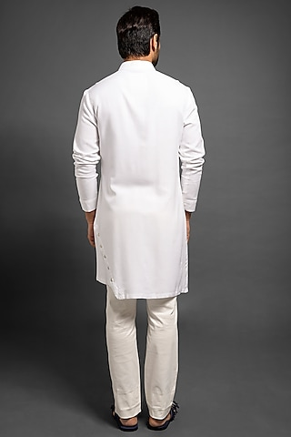 White Asymmetric Kurta With Pockets by Mitesh Lodha