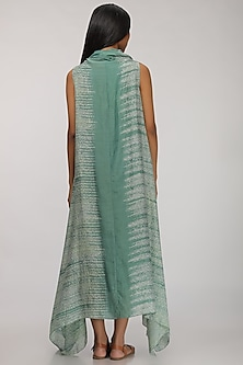 Leaf Green Dip-Dyed Cowl Kurta by Myoho