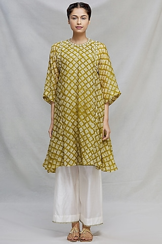Mehendi Green Thread Embroidered Kurta Set by Myoho