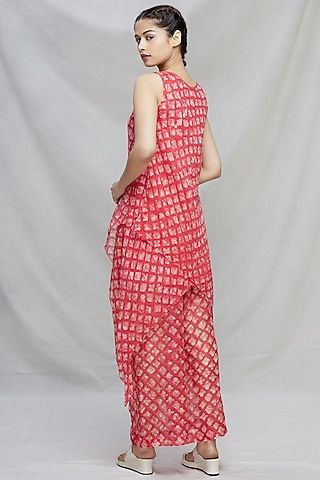 Red Kurta Set With Floral Detailing by Myoho