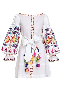 White Thread Embroidered Loose Dress by Mynah Designs By Reynu Tandon