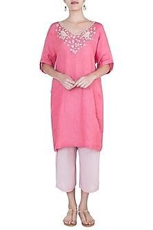 Rose pink embroidered boxy kaftan by Myoho