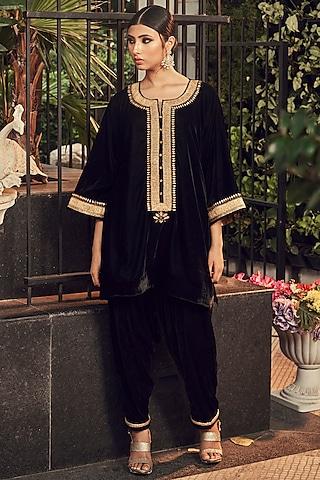 Black Embroidered Kurta Set by Ranian