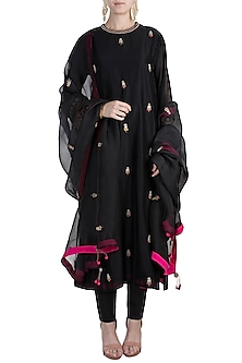 Black Embroidered Kurta Set by Nidhi Agarwal