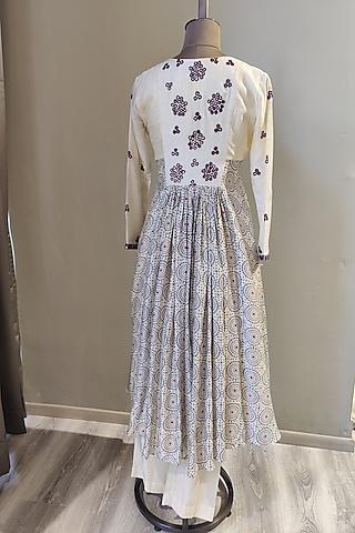 White Bandhani Printed & Embroidered Tunic Set by Ne'Chi