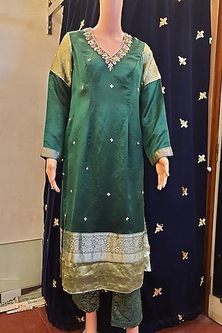 Green Embroidery Kurta Set by Ne'Chi