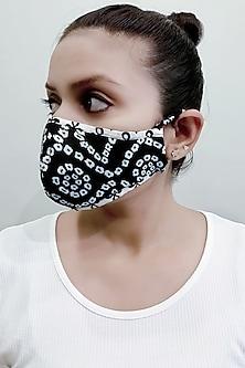 Black & White 3 Ply Printed Mask & Pouch by Nikita Mhaisalkar