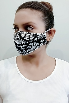 Black & White 3 Ply Printed Mask With Pouch by Nikita Mhaisalkar