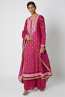 Fuchsia Embroidered Kurta Set by Nadima Saqib