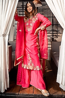Red Embroidered Kurta Set by Ose by Jyoti Gupta