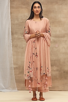 Blush Pink Embroidered Kurta Set by Vaayu