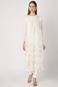 White Embroidered Kurta Set by Priya Chhabria