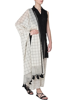 Black and Ivory Block Printed Dupatta by Silk Waves