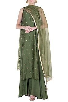 Green Embroidered Kurta Set by Pleats by Kaksha & Dimple