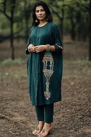 Teal Kurta Set With Applique Work by Pooja & Keyur