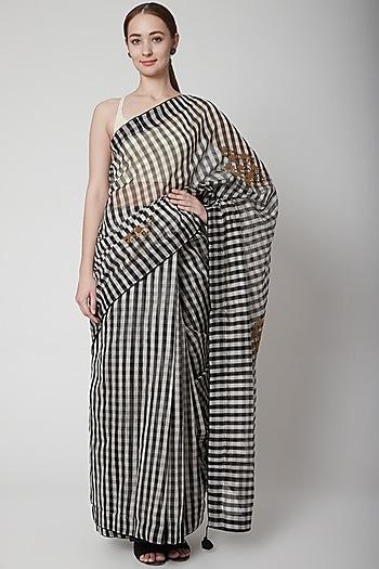 Black & White Saree Set With Checks by Prama by Pratima Pandey
