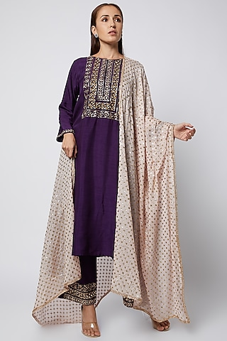 Purple Embroidered Straight Kurta Set by Prathyusha Garimella