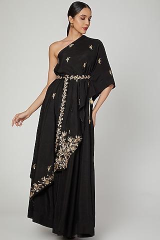Black Embroidered Skirt Set by Prathyusha Garimella