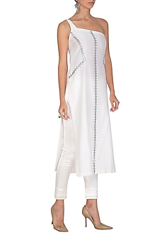 White Embroidered Kurta With Pants by Priyal Prakash