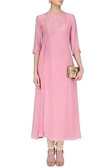 Mauve Floral Embroidered Flap Kurta Set by Priyam Narayan