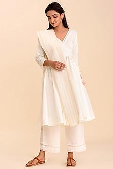 White Textured Kurta Set by Pasha