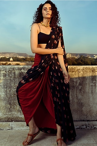 Navy Blue & Red Printed Lungi Saree by Pasha