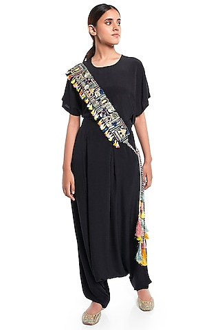 Black Embroidered Belt With Tie-Up by Payal Singhal