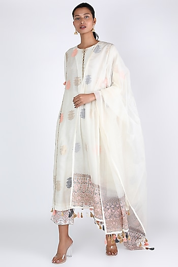 White Aari Embroidered Kurta Set by Rar Studio