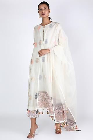 White Aari Embroidered Kurta Set by Rar Studio
