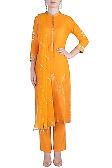 Orange embroidered kurta set by RAR STUDIO
