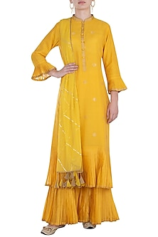Yellow embroidered kurta set by RAR STUDIO