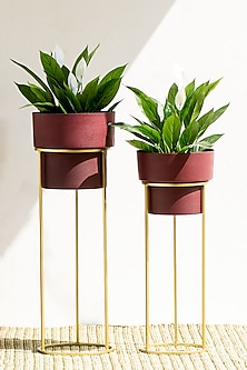 Handmade Matt Finished Burgundy Textured Iron Planter (Set Of 2) by The Decor Remedy
