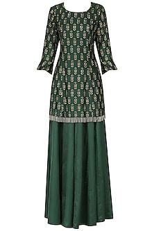 Bottle green embroidered kurta with lehenga set by Ridhi Arora