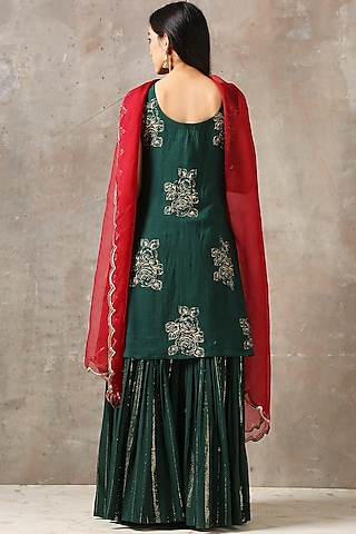 Emerald Green Aari Embroidered Kurta Set by Rekha