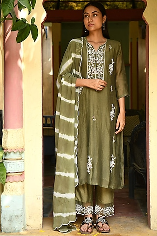 Mehendi Green Hand Embroidered Kurta Set by Rekha