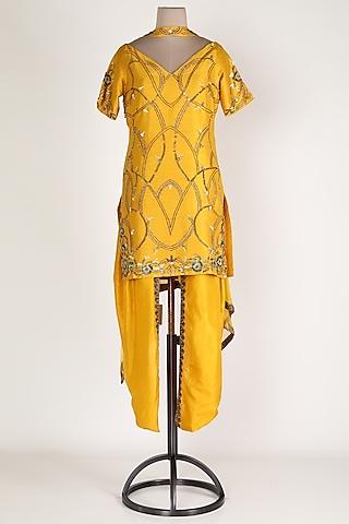 Yellow Embroidered Kurta Set by Renee Label