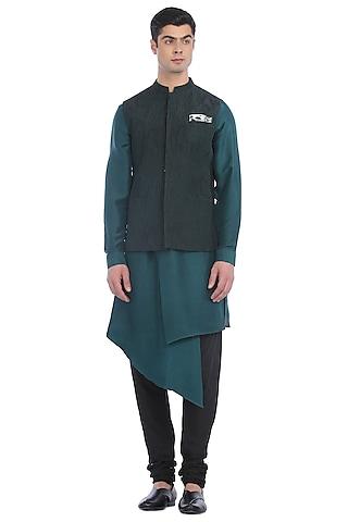 Green Kurta Set With Quilted Waist Jacket by Rohit Gandhi & Rahul Khanna Men