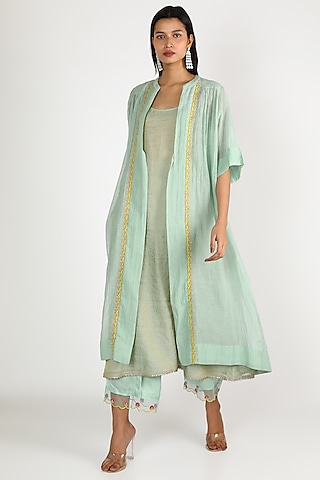 Powder Blue Embroidered Kurta Set by Raji ramniq