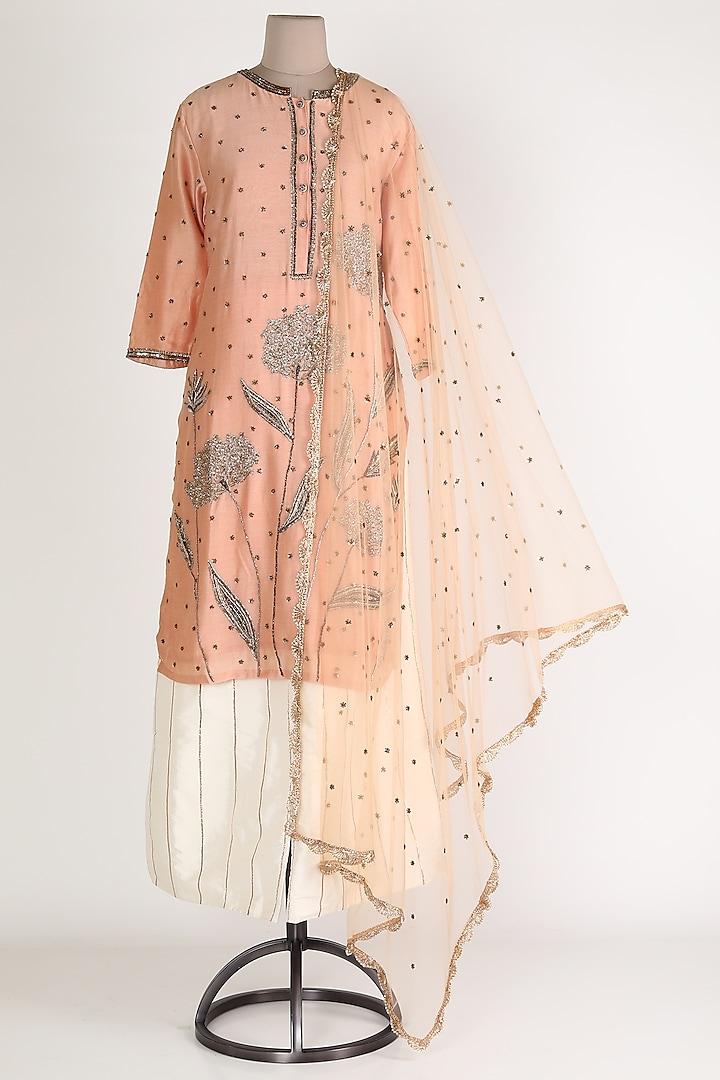 Peach Embroidered Kurta Set by Rajat tangri