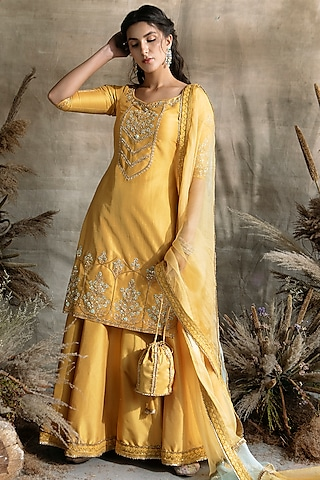 Mustard Embroidered Kurta Set by Rachit Khanna